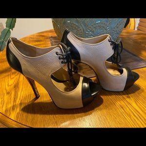 L.A.M.B Cream & Black Peep-Toe Platform Pumps EUC